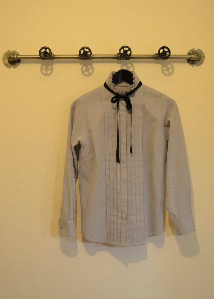 Grey shirt - front