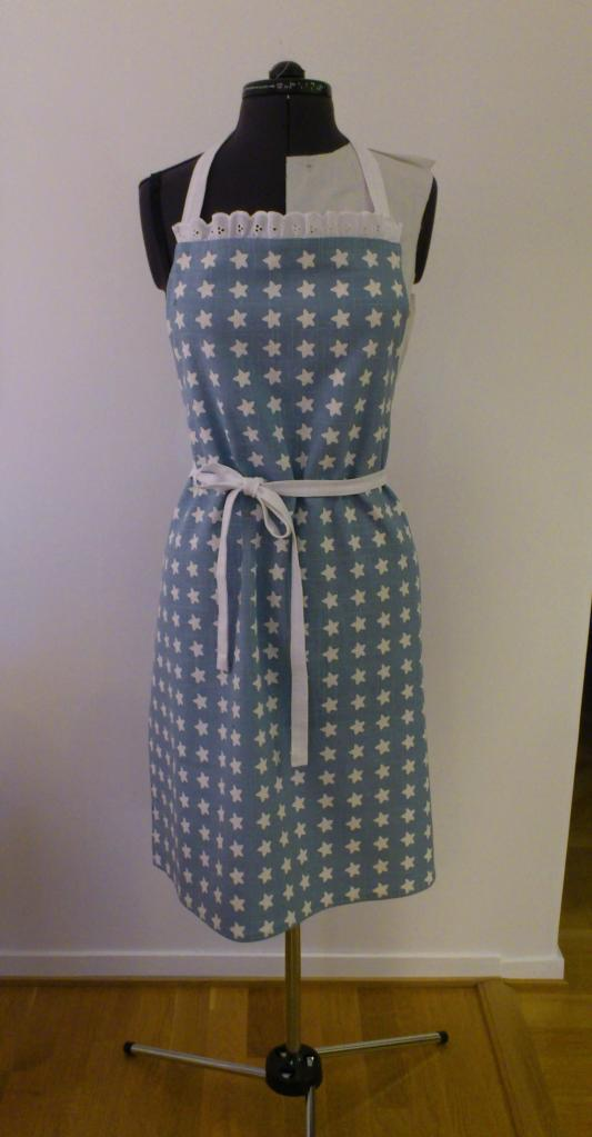 The finished apron, with frills and all. Gosh I'm such a girly-girl :)