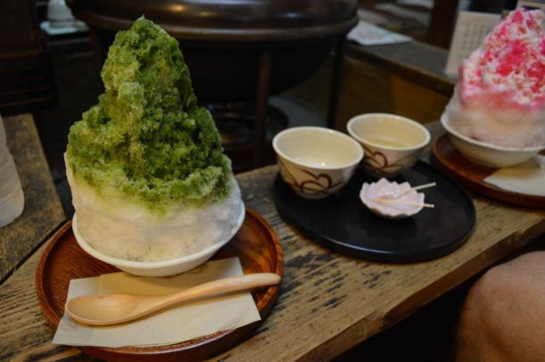 Shaved ice that tasted lite sugar and green tea.