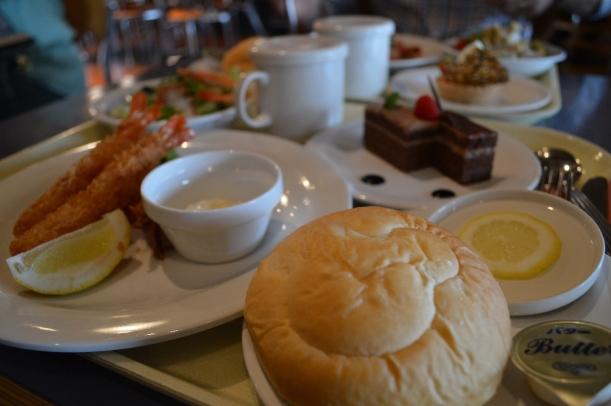 Mmm... Bread (!!), fried scrimp, seafood salad, cake and tea