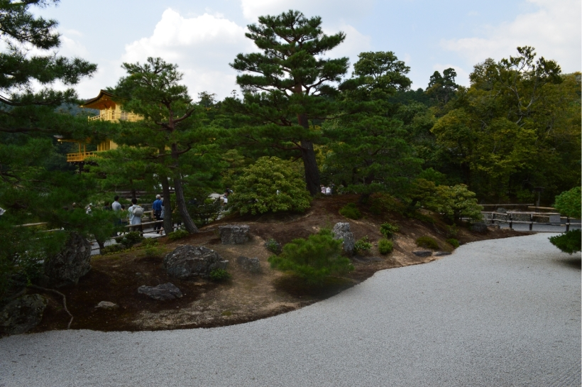 kinkaku-ji_stone_garden