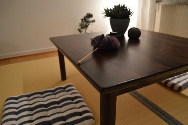 tatami_mat_and_tea_table