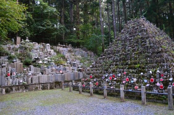 Jizo pyramids